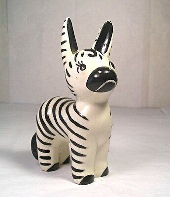 A Vintage 20th Century HP Pottery Zebra Figurine M82
