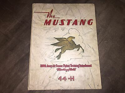 WWII ARMY AIR FORCE FLYING TRAINING DETACHMENT 1944 THE MUSTANG yearbook