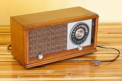 Zenith X323 Tube Table Radio AM/FM wood case WORKING CONDITION clean old works