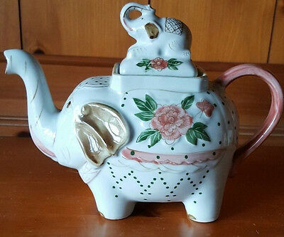 Elephant Teapot with Lid, mint condition, Baby Elephant on top of Lid