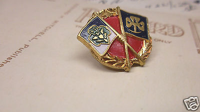 1950s Girl Scout Guides Friendship Pin Badge GSA - Crossed Flags Wreathe