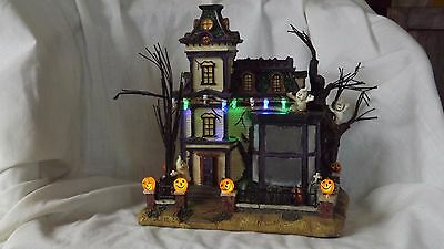 Halloween scary house battery with several props