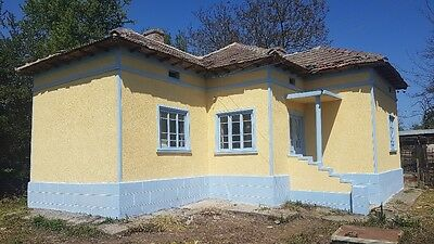 4 bedroom cottage with land only 8 miles from beautiful coast.