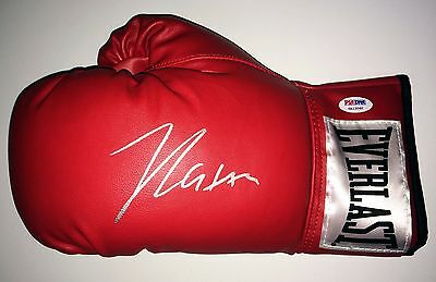Julio Cesar Chavez Signed Red Everlast Boxing Glove PSA/DNA 6A13060