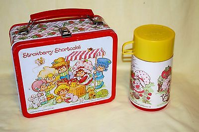 STRAWBERRY SHORTCAKE LUNCHBOX 1981 with 1980  THERMOS Aladdin