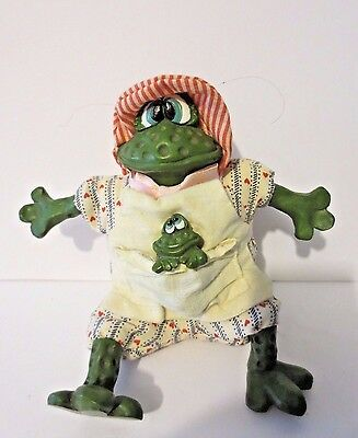 """Rare RUSS BERRIE & CO """"The Country Folks"""" Handcrafted Freida Frog Shelf Sitter"""