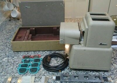 Vintage Triad 500 3D Realist Slide Projector w/ Case- Rare, Projection