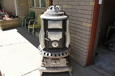 HIBBARD-SPENCER BARTLETT & Co. Wood Burning Stove Cast Iron Pot Belly Stove.
