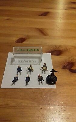 Subbuteo Dugout Bench and 1 Referee