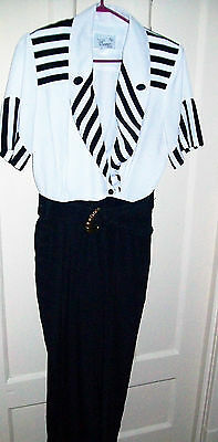 Women's jumsuit size 9 navy and wite short sleeved polyester jumpsuit Cannes