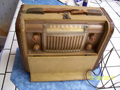 "Vintage ""BENDIX"" Model 687A Portable Suitcase Tube Radio"