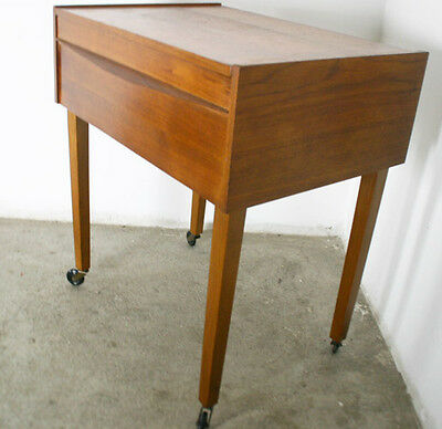 60er JAHRE SEWING BOX+VINTAGE+DESIGN+NÄHTISCH+NÄHKASTEN+DANISH TEAK OPTIK+ABLAGE