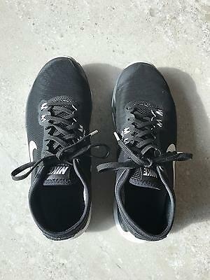 NIKE Womens Black Flywire Running Shoes Size 5.5