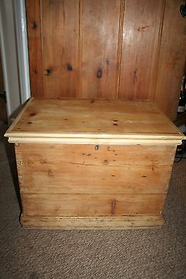 VINTAGE ANTIQUE PINE OLD WOODEN CHEST TRUNK BLANKET TOY BOX shabby chic