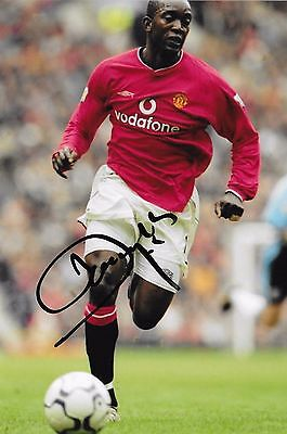 """Dwight Yorke (Manchester Utd) hand signed 6""""x8"""" photo + proof of signing & COA"""