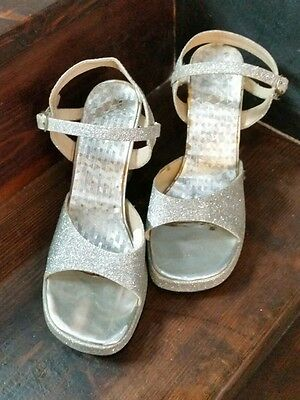 Womens 1970s style Silver Sandals 70s disco shoes. - Size 5