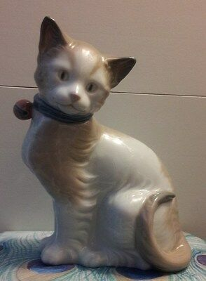 LLADRO NAO Cat with Collar & Bell Figurine in MINT CONDITION!!!