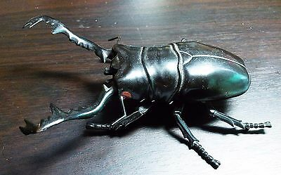 Vintage Atlast Beetle Insect Walking Kid Toys with small Battery Bottom Figure