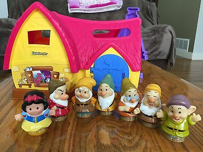 Fisher Price Little People Snow White & Six Dwarfs With Musical Cottage