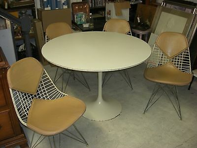 Authentic Vintage Knoll Saarinen Tulip Table & 4 Eames Chairs Bikini pads