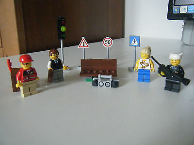 Lego City Minifigure Collection 8401 - 100% complete with instructions no box