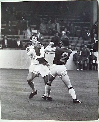 ASTON VILLA v BLACKBURN 1967 – WRIGHT & CONNOLLY SQUARE UP ORIGINAL PHOTOGRAPH