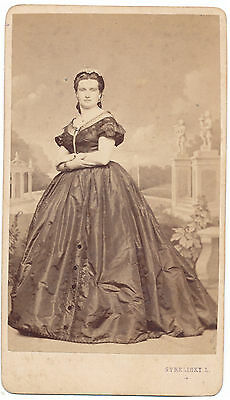 Cdv photo of a lady  - Strelisky Pesten, Hungary