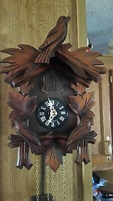 Beautiful Antique Black Forest Cuckoo Clock With Moving Birds
