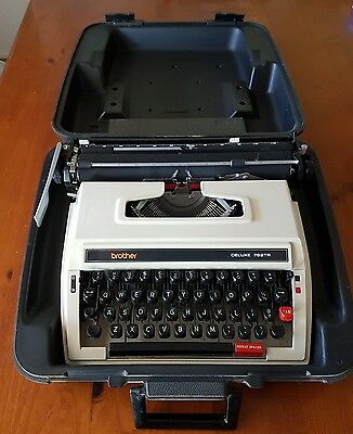 Brother portable typewriter Deluxe 762 TR. Perfect working order. In case.