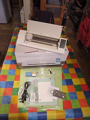 silhouette cameo die cutter/ Vinyl Cutter in box Hardly Used with accessories