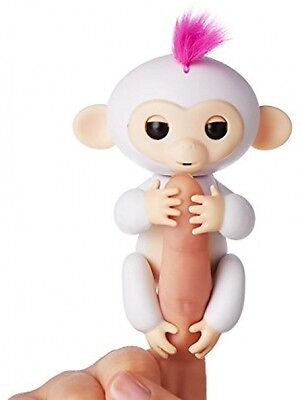 NEW WowWee Fingerlings Baby Monkey Electronic Interactive Toy Robot Pet White