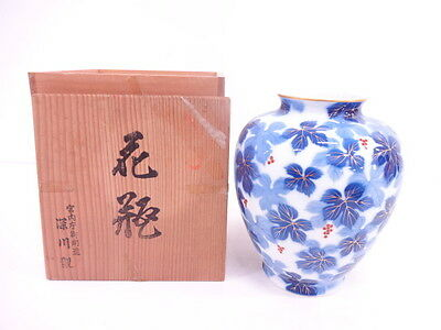3052944: Japanese Porcelain Flower Vase / Arita Ware By Fukagawa / Gold / Grapes