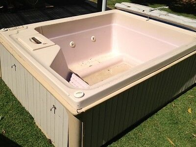 4 Jet Outdoor Portable Spa with Blower