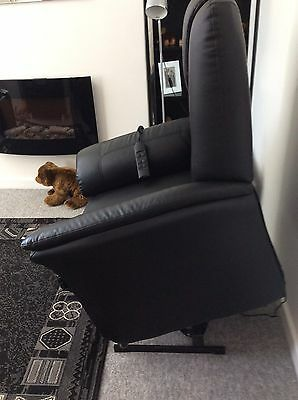 Electric dual motor recliner chair