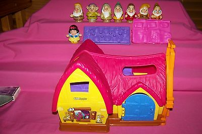 Snow White & The Seven Dwarfs With House - Little People