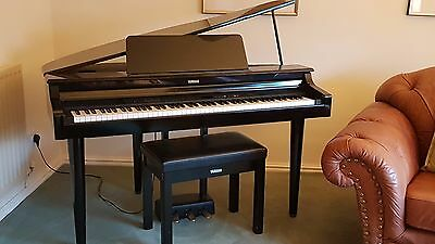 Clavinova Baby Grand Piano CLP-555 in excellent condition