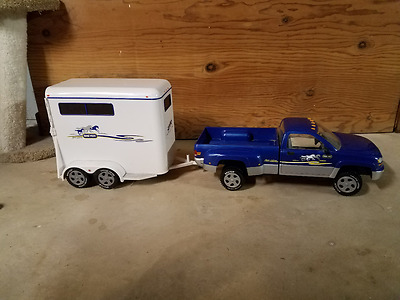 Breyer Horse dually pickup truck (2488) and trailer (2487)