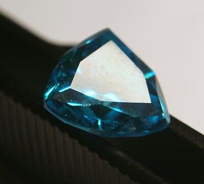 Lovely 4.0 Carat Blue Trillion Cut Topaz (Lab-Created)