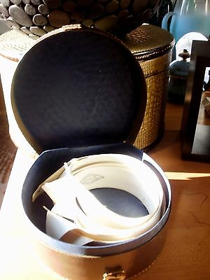 4- Wing Tip Collars in an Vintage Collar Box