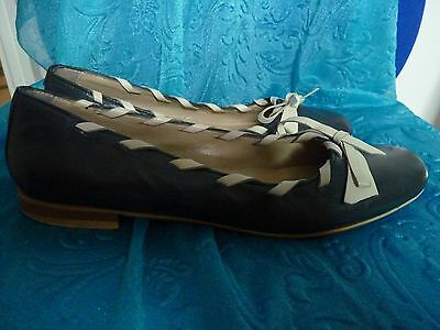 Unbranded navy/cream leather flats size 6 (39)