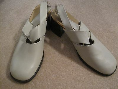 Women's Cream Shoes Size 39  NEW