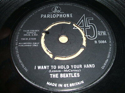 """7"""" 45rpm Parlophone R5084 - The Beatles - I Want to Hold Your Hand / This Boy"""