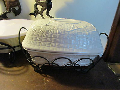 Temp-Tations Green Orchard Vine 4 qt Ovenware Dish, Lid and Wire/Wicker Stand
