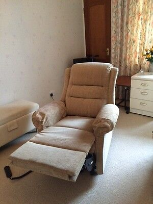 Pre-Owned electric riser recliner chair