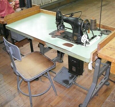 Antique Singer 44-90 Industrial Sewing Machine With Table & Chair