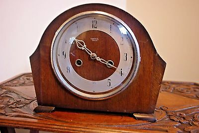 Antique Vintage Smiths Art Deco Mantle Clock, Working Striking. Wooden Cased.