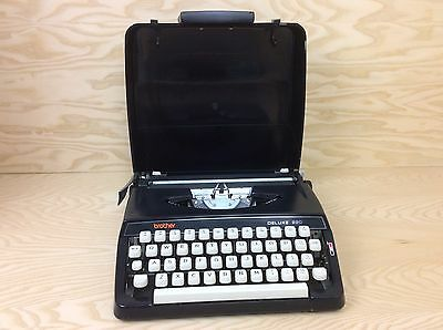 Vintage BROTHER Deluxe 220 Typewriter with hard case Made In Japan
