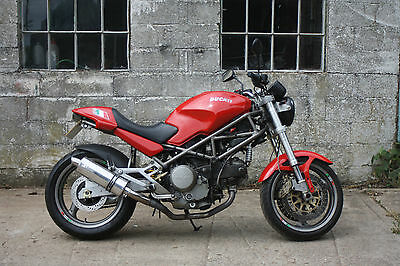 Ducati Monster M750 2001 Red