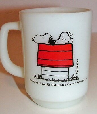 Snoopy & Doghouse Peanuts Coffee Mug Glass Cup Fire King Anchor Hocking Vtg 1958
