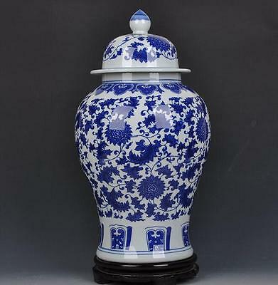 chinese ancient Blue and white porcelain sculpture flower hat-covered jar